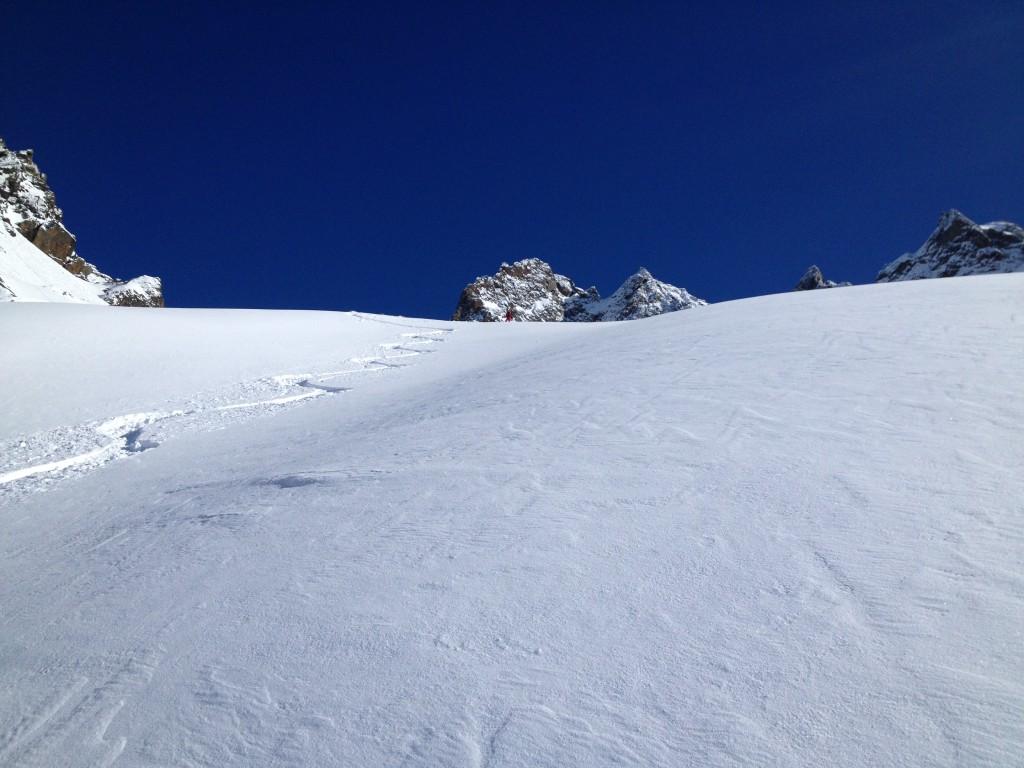 Une belle poudreuse dans la descente du glacier de Beugeant - photo Luc Dubath