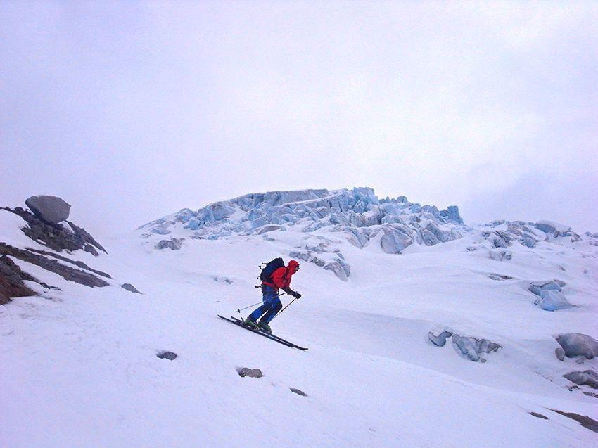 Passage sous les séracs du glacier du Tour, en dessous du refuge Albert 1er