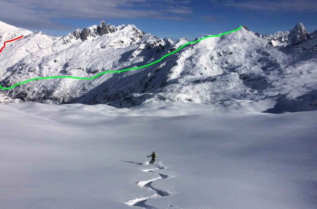 La descente du Brévent (en vert) et la remontée au col de Salenton (en rouge) - vus depuis l'Aiguillette des Houches © Benoît Robert