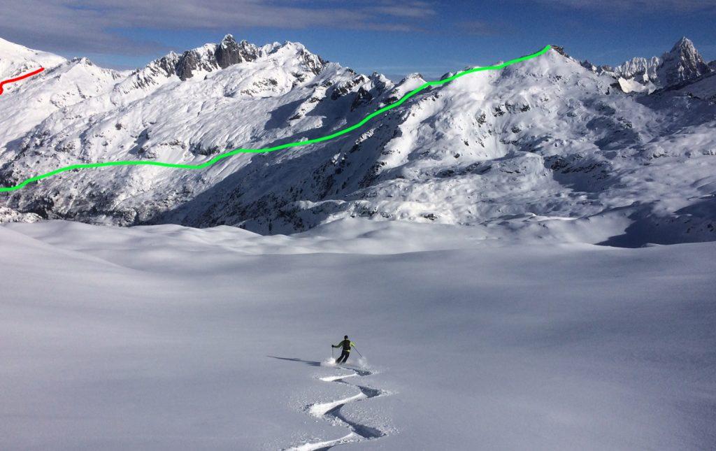 La descente du Brévent (en vert) et la remontée au col de Salenton (en rouge) – vus depuis l'Aiguillette des Houches © Benoît Robert