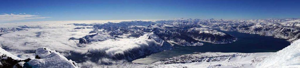 Photo 2: Superbe panorama sur la Laguna del Laja depuis le sommet.