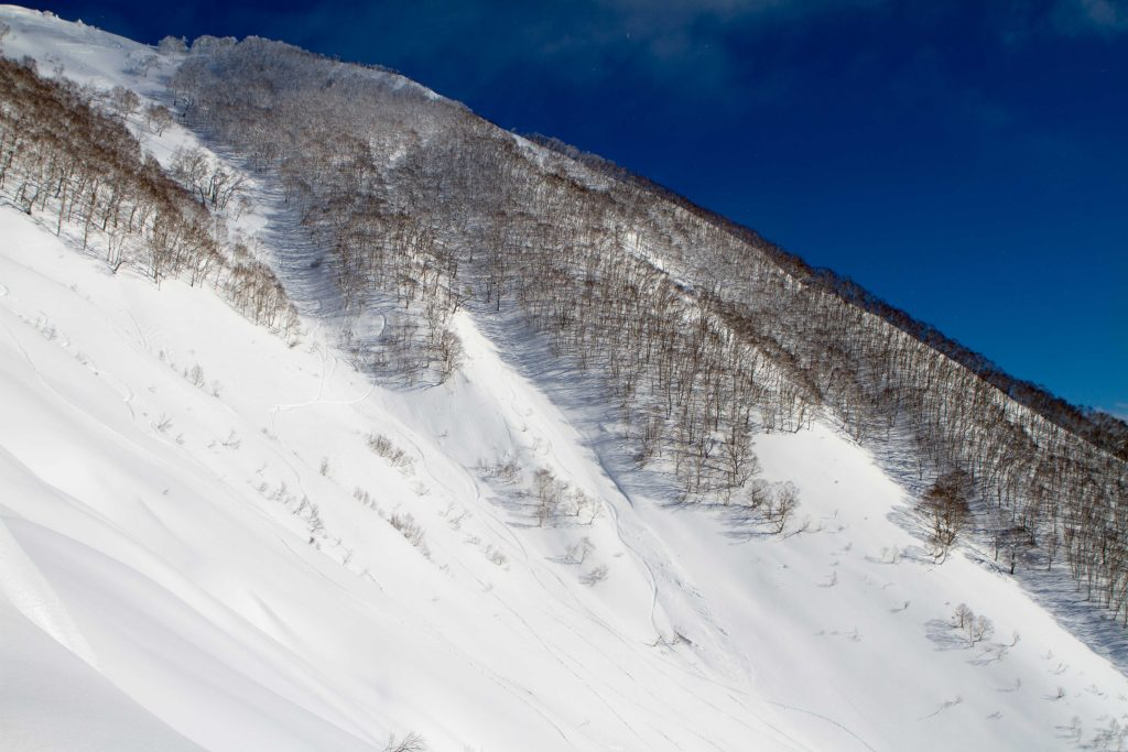 Photo 4: Panorama Ouest depuis le sommet, avec vue sur le volcan Yotei.